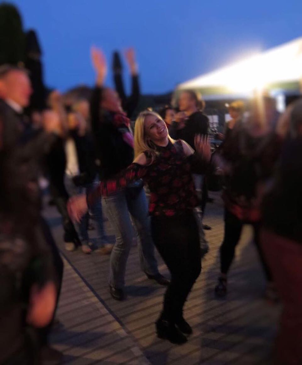 Dancing to Galway Gril...