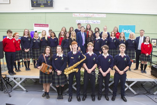 Minister, Simon Harris with Luan Parle and Teachers and students of Coláiste Chill Mhantáinat at the official lauch the single 'Your Love Still Guides My Way' by the students which reached number 1 in iTunes on the day with proceeds in aid of The Irish Heart Foundation and The Alzheimer Society of Ireland. The song was written during an IMRO songwriting workshop with Luan Parle. (Pic Michael Kelly)